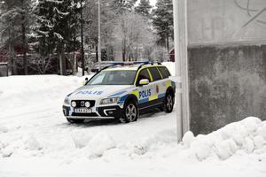 Under måndagen var polis på plats vid skolan i Björna.