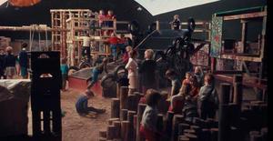 Under åren 1968-1969 fick Råbys barn leka fritt inne i det jättelika lektälten som kallades