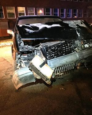 Föraren av olycksbilen avvek från platsen efter händelsen. Bilen hade omfattande skador.Foto: Privat