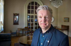 Jan Myléus, KD, vill inte att kommunen ska fortsätta betala för namnrätten till Gavlerinken och hockeyspelarnas reklamfria tröjor.