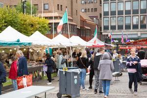 Välbesökt på förra veckans internationella matmarknad på Stora torget.