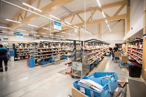 PostNord i Torvalla har hand om många av paketen som beställs av jämtlänningar.