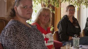 Fr v: Josefin Forsberg, präst Sveg, Monica Sundkvist Röda Korset och Yasmine Bengtson. Alla är redo att hjälpa till på församlingshemmet i Sveg.