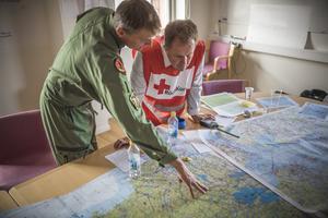 Röda Korset är på plats vid flera stora skogsbränder i Sverige.