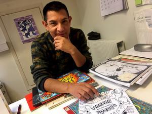 Per José Karlén arbetar med reklam och illustration, men det är de egna konstnärliga projekten och böckerna som ligger honom varmast om hjärtat.