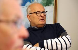 Sten-Ove Danielsson (S) höjer ett varningens finger för att arbetspendlingen i Medelpad kommer försvåras om hastigheten sänks på E14 under 2021.