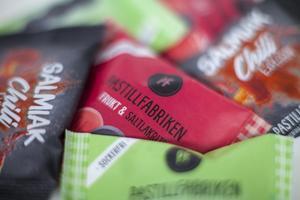 I produktkatalogen finns nio olika tabletter som antingen förpackas i papperspåsar eller plåtaskar.