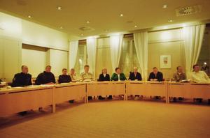Kommunens ledningsgrupp hade sitt första möte vid 16.30 på söndagskvällen. Klockan 19 kallades till presskonferens. Kommunalrådet Mats Ågren påminde folk om att bry sig om sina grannar. Omvårdnadsförvaltningen hade kontaktat äldre men han menade att det kunde finnas andra som isolerats i snöstormen.