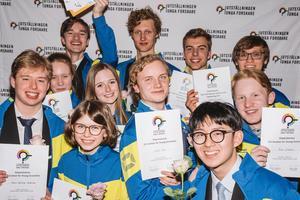 Foto: Ola Jacobsen.Elva elever är utsedda att ingå i Sveriges unga forskningslandslag – Falubon David Hambraeus, längst bak i mitten på bilden, är en av dem.