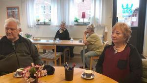 Trevlig avslutning med gofika, som uppskattades av  Sture Nilsson, Barbro Lindius, Pia Karlsson, som också blev vinnare av tipsrundan, samt Britt Ling. Foto: Elisabet Yngström