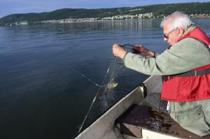 Debattör och fritidsfiskare Vivert Johansson ser hot mot Vättern. Hot som kan vara avgörande sör stora delar av södra Sveriges vattenförsörjning.