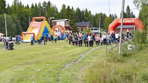 Engcons aktivitetsdag på Strömsunds skidstadion lockade närmare 300 unga och gamla. Foto: Sten Strömgren