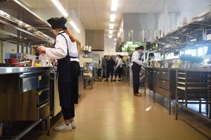 I Parkskolans restaurangkök rådde full aktivitet under fredagens förmiddag.