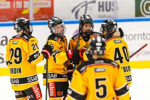 Jenni Hiirikoski jublar efter sitt 0-3-mål. Foto: Axel Boberg/Bildbyrån.