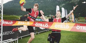 Joakim Brunzell och Johan Carlsson (till höger) vann i helgen swimruntävlingen i Engadin i Schweiz. Ett tufft lopp som de vann med tre minuters marginal. Foto: Akunamatata/ÖTILLÖ