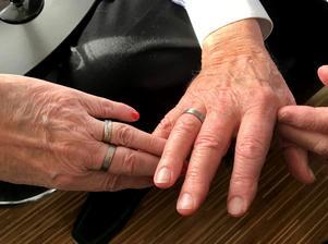 För två år sedan förnyade Margareta och Åke sina äktenskapslöften och bytte ringar.