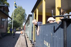 Simon Öberg, fem år, från Sandviken såg fram mot att åka till Tallås med ånglok. Lite senare på dagen skulle han få åka fyrhjuling också berättade han.