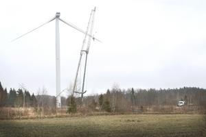 För drygt ett halvår sedan föll ett av rotorbladen ner från ett vindkraftverk i Kullsta i Estuna.