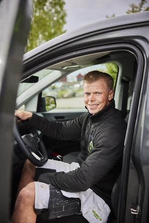 För Niklas Liljegren är bilen en reklampelare utåt. När han annonserar med bilarna gäller det att ha bra bilar helt enkelt.