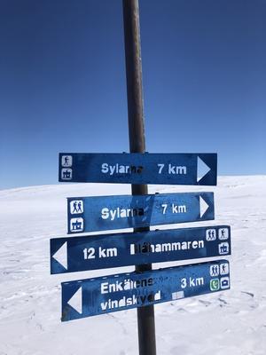 12.29 12 kilometer kvar till Blåhammaren.