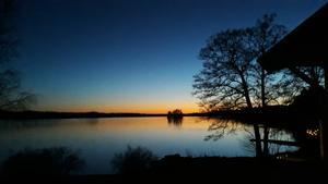 Aftonrodnad över sjön Bornan. Foto: Karin Norén