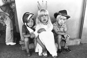 Barnmaskerad i Parken 1977. Mattias Bergström, Viktoria Johansson och Robert Holik.