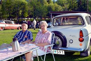 Harry och Birgitta Hansson från Säter har haft sin Ford Anglia Deluxe i 17 år och besöker nästan varenda tisdagsträff.