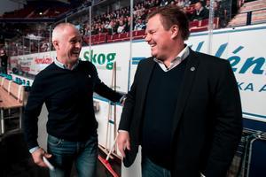Västervikstränaren Roger Forsberg och LIF-tränaren Leif Carlsson, som nu också tar rollen som sportchef i Leksands IF. Foto: Daniel Eriksson/Bildbyrån