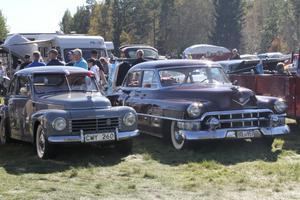 Som vanligt fanns det en rad vackra bilar att studera och beundra på plats vid gamla skolan i Lobonäs.