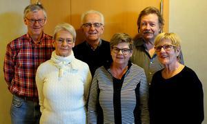 Främre raden: Margareta Hedberg, Birgitta Blomqvist, Inger Grundroth. Bakre raden: Tommy Dickens, Roland Sjölander och tekniker Erik Bergström. Ordf Robert Rungstad ej närvarande.