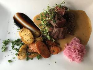 Middagen åts på Public. Här en njurtapp, även kallat hanger steak.