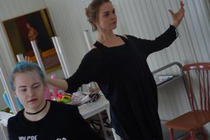 Astrid Möller och Cia Eriksson är lindansöser.