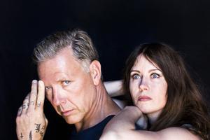 Mikael Persbrandt och Anna Odell i