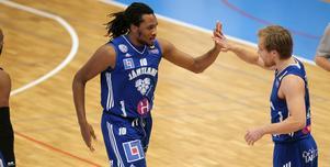 Nog var Brandon Taylor värd en och annan high five efter segermatchen mot Uppsala.