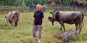 Ann-Britt Nilsson och hennes man Torbjörn Dahl är en av familjerna som sköter fäboddriften i Bastberget .