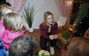 Alva Järnberg var på UF-mässan med sitt företag Plugin UF som specialiserat sig på trådlösa hörlurar.