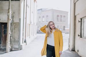 Jazzsångerskan Lovisa Jennervall kommer tillbaka till hemstaden Härnösand med sin musik och spelar på Öbacka Jazz & Blues på onsdag 31 oktober. Foto: Emma-Klara Sandberg