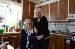 Under många år har systrarna Kristiansson matat rådjuren.