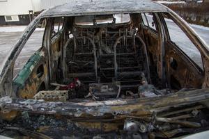 I bilen fanns en hel del kläder och två bilbarnstolar. Sandras plånbok med kontokort och busskort blev också förstört i branden.