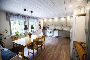 Köket behölls och fräschades upp med ny färg.