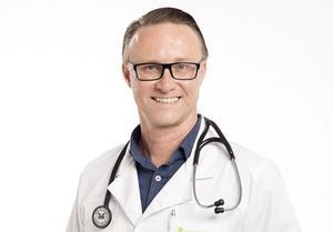 -Kroppen och knoppen hänger ihop och det är viktigt att se till hela människan vid problem. Det är något som jag sett i mitt arbete som läkare, säger verksamhetschefen och läkaren Martin Öst.