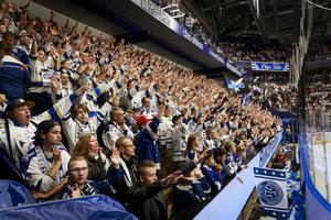 Ståplatserna intogs som vanligt av Leksand Superstars som peppade laget i vinst.
