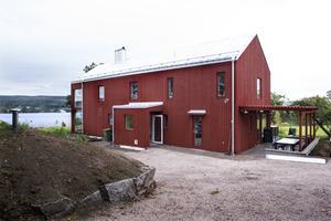 Under tiden huset byggdes bodde Mårten och Marie i ett litet rum i Ladugården.