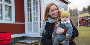 Frida Sömskar och hennes son Sixten bor tillsammans med resten av familjen i ett nyrenoverat hus i Enhörna. Renoveringsarbetet finns dokumenterat på instagramkontoto @villaenhorna.