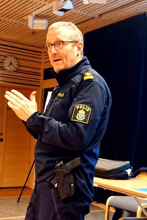 Polisinspektör Mikael Ahrtzing från IT- brottscenter Nord i Sundsvall berättade vid årsmötet om hur många luras på sina pengar av förslagna kriminella. Foto: Uno Gradin