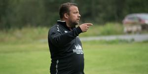 Tommy Karlsson är huvudtränare i Skorped och utöver det också hjälptränare i Gottne IF.