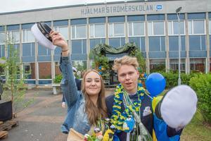 Maja Lindberg och Daniel Persson är två av de fyra gymnasieeleverna i UF-företaget Plastkasse som fick pris för sitt arbete med såväl företaget som med sin produkt.