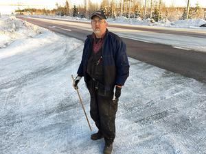 I flera år har Sten Westerlund stridit för en förbättrad säkerhet i fyrvägskorsningen vid Mittsverigebanan - men inget har hänt.