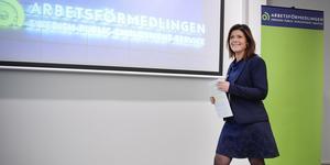 Foto: Anders Wiklund / TT.  Arbetsmarknadsminister Eva Nordmark (S) besöker Södertälje under tisdagen.