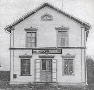 Den här bilden ur Hammerdalskrönikan visar hur Kristenssons affär en gång såg ut.